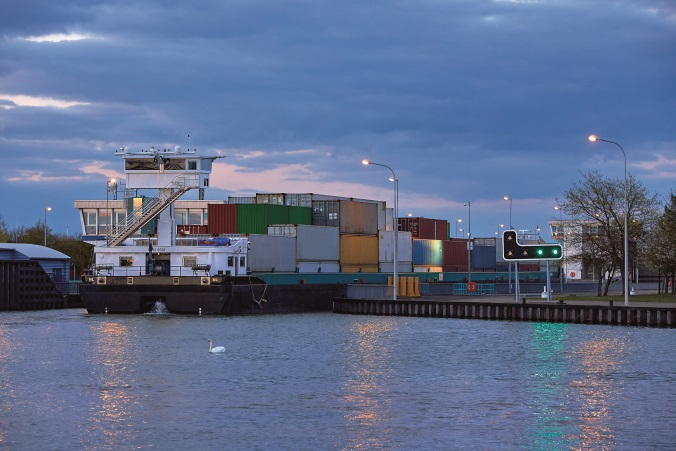 Uferbeleuchtung des Kanals Gent-Terneuzen