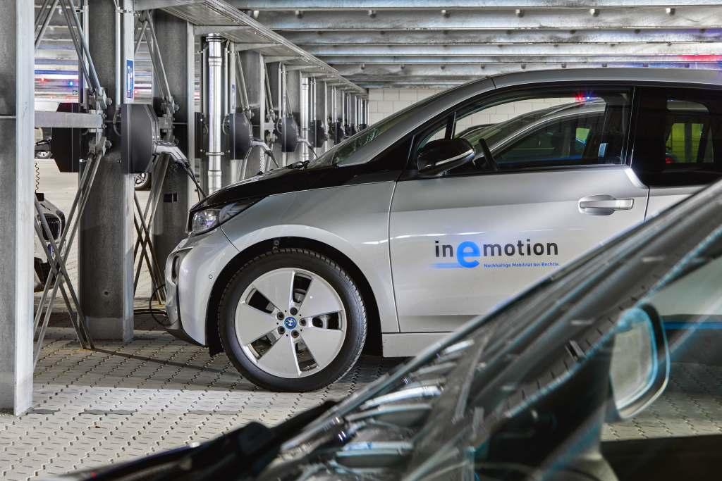 Elektroautos: Flottenladung im Parkhaus