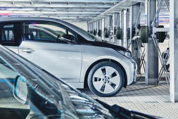 Elektromobilität: Elektroauto an der Ladesäule