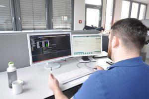 Softwareentwickler bei der Arbeit