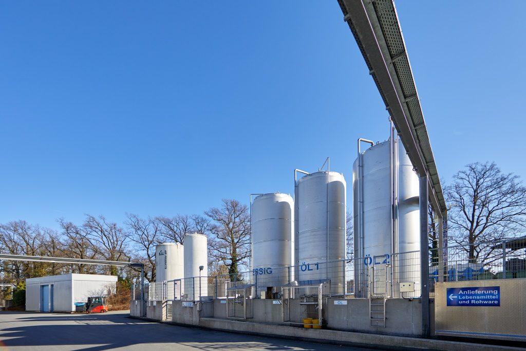 Die Tanks für Speiseöl und -essig werden mithilfe von Daten automatisch befüllt