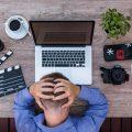 Jobhopping - Verzweiflung am Schreibtisch