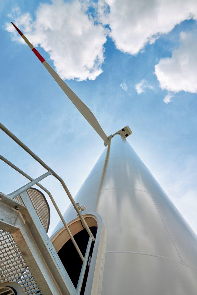 Windenergieanlage von unten