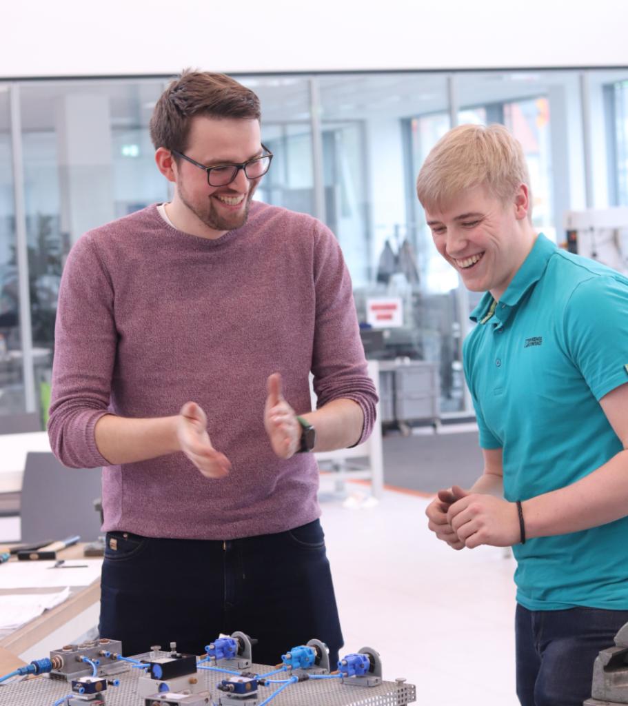 Karriere bei Phoenix Contact -Bastian Bröckling in der Ausbildungswerkstatt