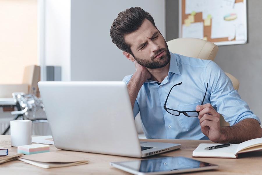 Fit im Homeoffice: 6 Übungen gegen Verspannungen und Nackenschmerzen
