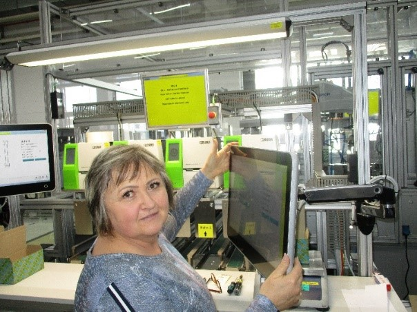 Ergonomischer Bildschirm in einer Smart Factory