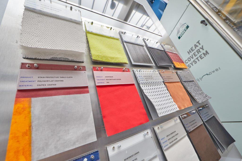 Auswahl mit Textilien bei Monforts
