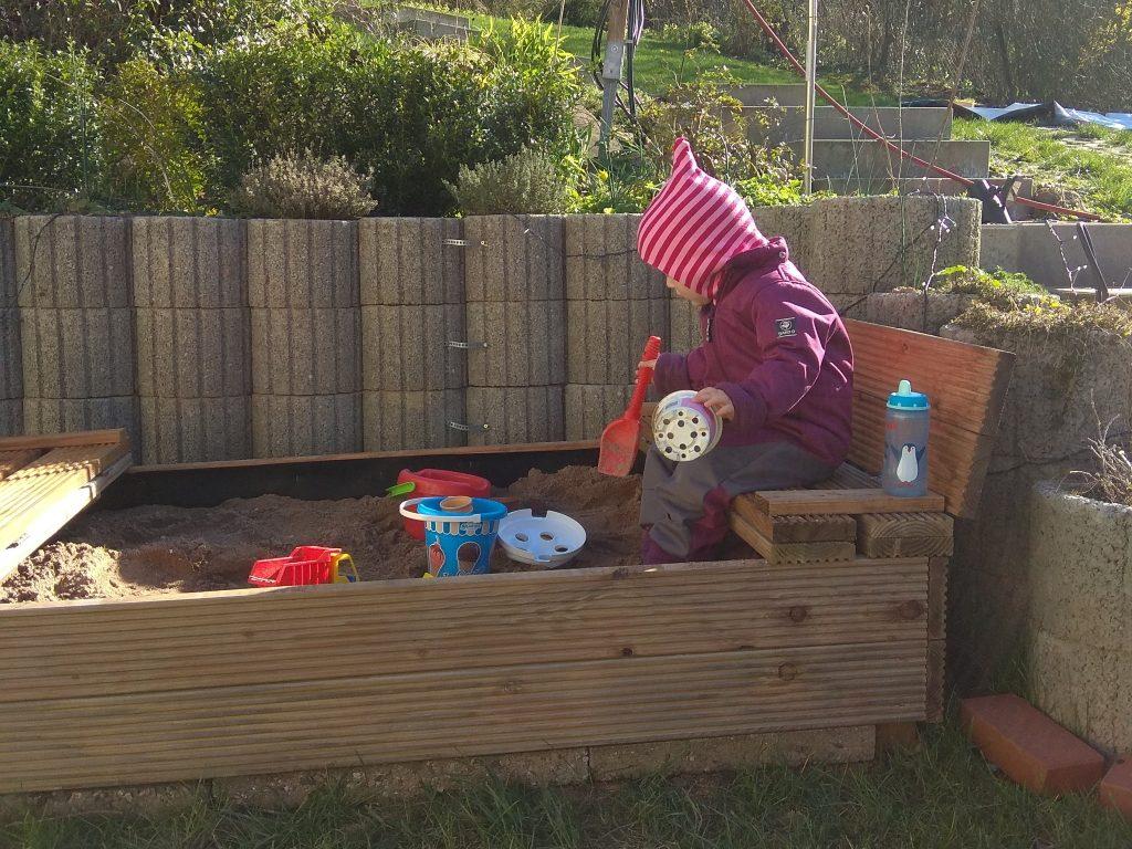 Ausgleich zum Homeoffice: der Sandkasten im Garten