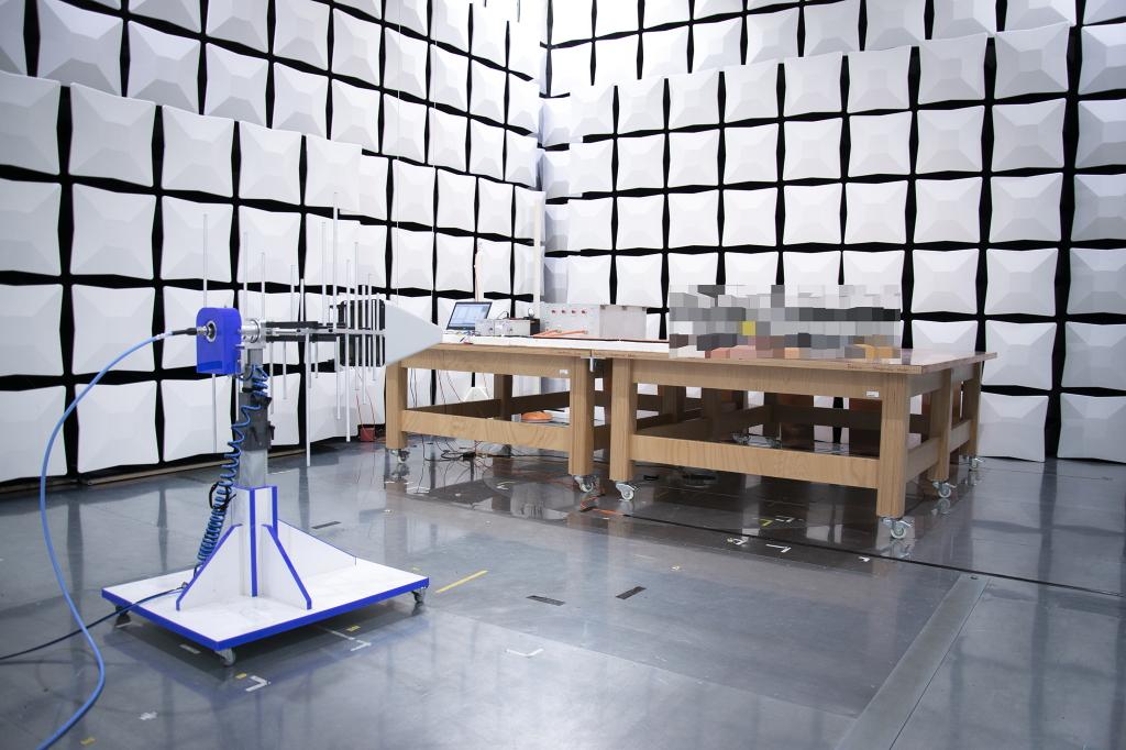 EMV-Absorberhalle für Automotive Komponenten