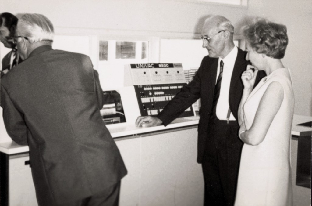Komputer UNIVAC 9200. Na zdjęciu: Ernst Noelle i Ursula Lampmann
