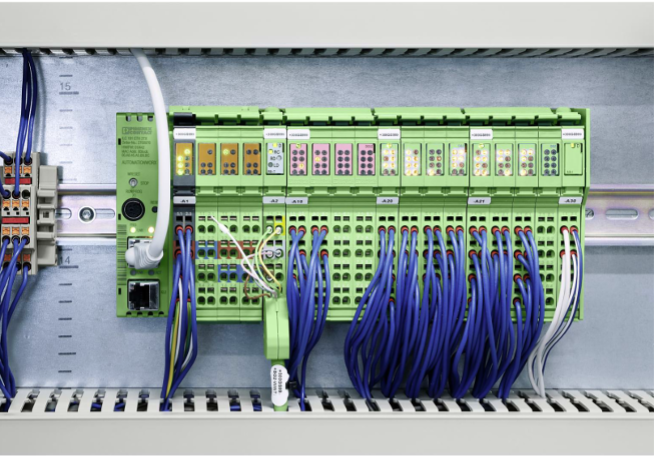 Sistemin kalbi: ILC 191 kontrolörü tüm durum bilgilerini Ethernet üzerinden dağıtır - sürekli yüksek kaliteli su bir standarttır.